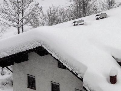 Nach Dauerschnee sollten Hausbesitzer Zustand des Daches prüfen