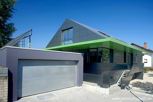 Haus Mit Metallfassade   Aus Aluminium. Haus Mit Metallfassade   Aus  Aluminium