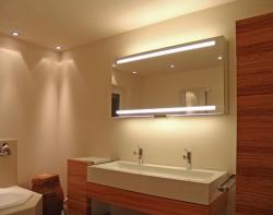 direktes und indirektes Licht im Badezimmer