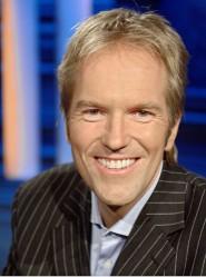 Markus Brock, bekannt aus vielen Sendungen des SWR Fernsehens, ist charmanter Gastgeber des Grand Prix Balls 2010 am Samstag, 4. September, im Kurhaus Baden-Baden. Bild: SWR/Kluge