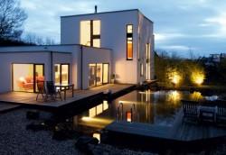 Haus und Garten beleuchtet