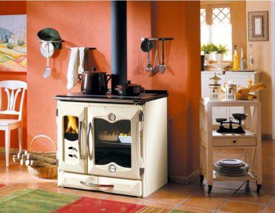 Holzherd in der Küche