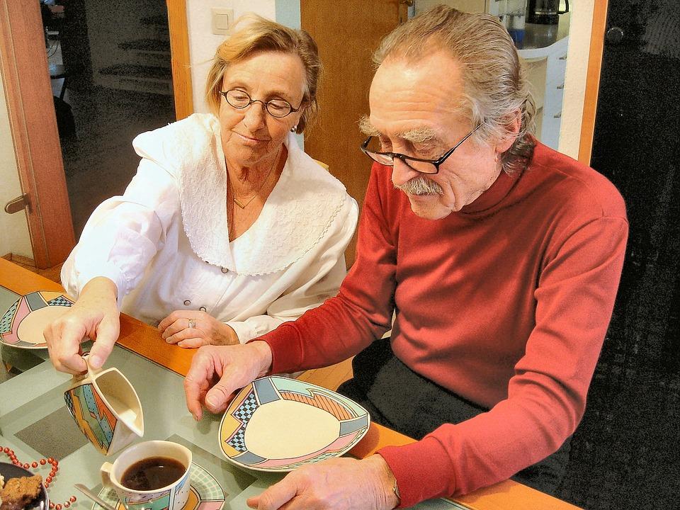 gerichte entscheiden oft mieterfreundlich damit senioren l nger in ihrer eigenen wohnung leben. Black Bedroom Furniture Sets. Home Design Ideas