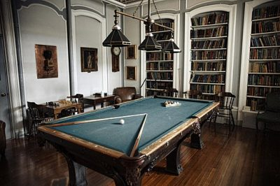 billiard im salon - männerzimmer