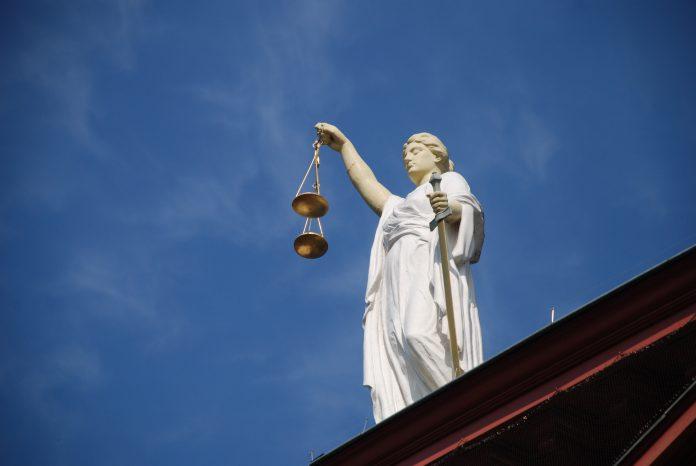 Anwalt Gericht