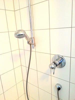 Badezimmer: Duschkopf in der Dusche