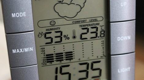 Wetterstation misst Temperatur und Raumfeuchtigkeit